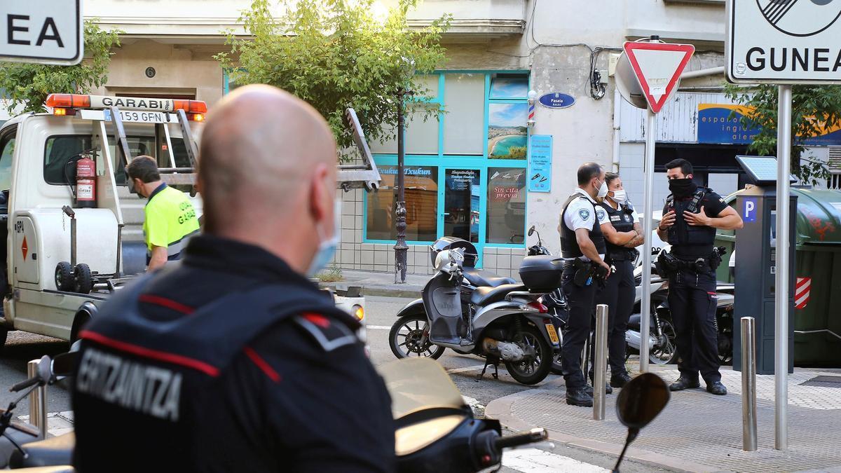 La Ertzaintza ha detenido este jueves en San Sebastián al presunto autor del asesinato de una mujer de 43 años en la localidad navarra de Murchante. EFE/Gorka Estrada.