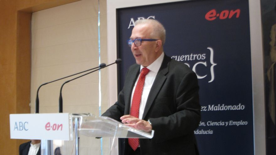 """Consejero de Economía andaluz dice que respeta a IU y que al hablar de """"beneficencia"""" no valora las iniciativas de nadie"""