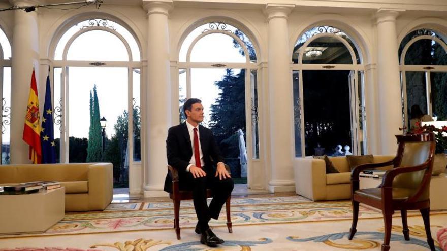 El presidente del Gobierno, Pedro Sánchez, antes de comenzar una entrevista en el Palacio de la Moncloa.