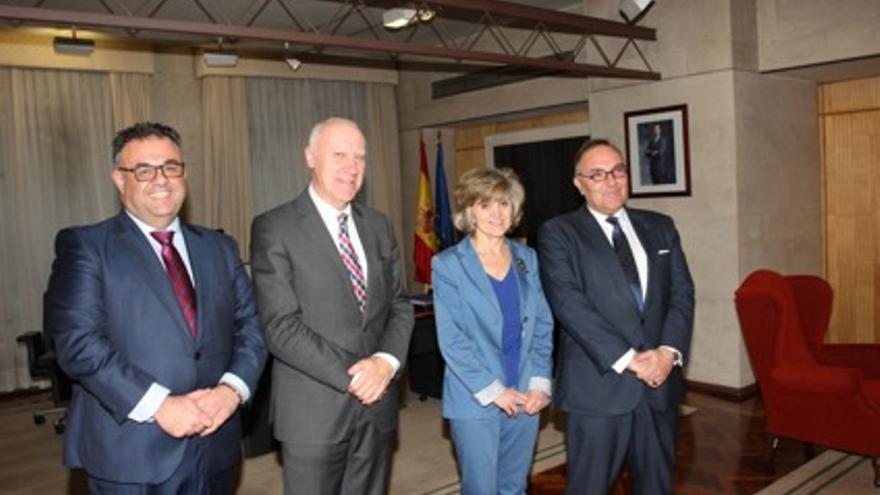 José Manuel Baltar (izquierda), junto a la ministra de Sanidad, María Luisa Carcedo