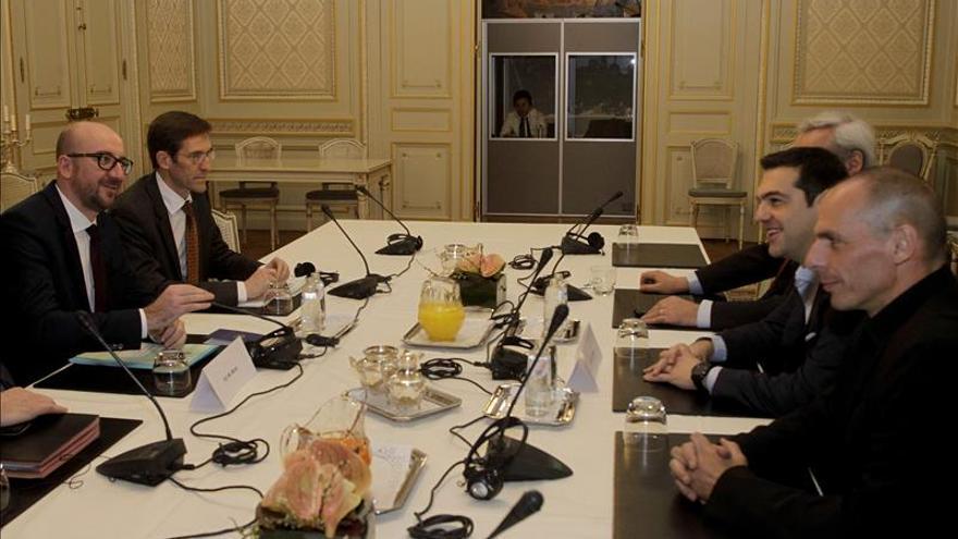 El Eurogrupo trata hoy de cerrar un difícil acuerdo sobre el rescate griego