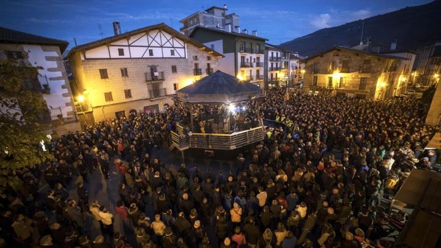"Miles de personas apoyan a Alsasua frente al ""agravio"" de España Ciudadana"