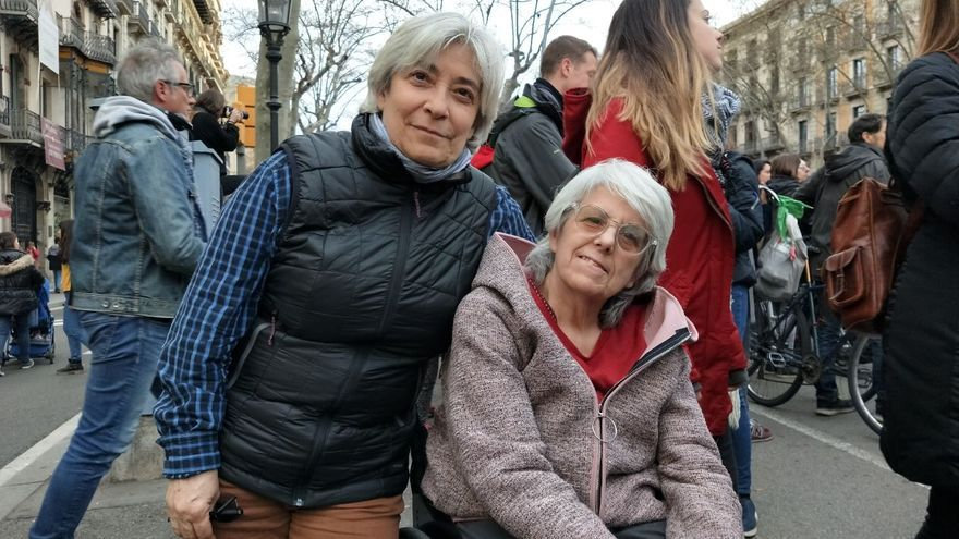 Fina y Montse en la manifestación de Barcelona.