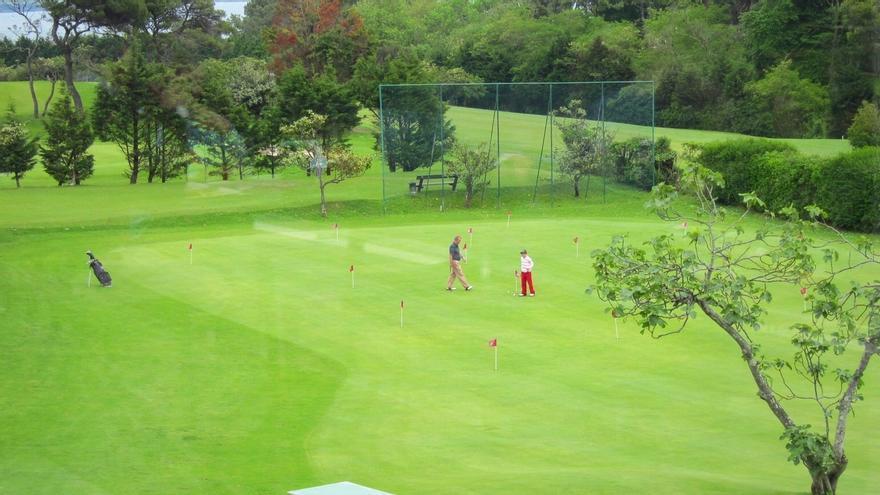 Tres ofertas optan a la concesión de la cafetería del golf de Mataleñas