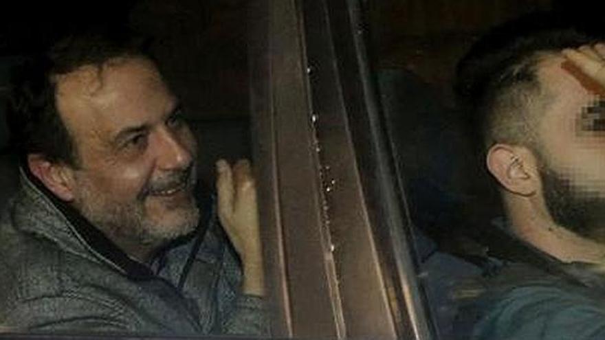 Vicente Burgos, a la izquierda, uno de los detenidos por el caso Imelsa, a su llegada a la Ciudad de la Justicia para declarar.