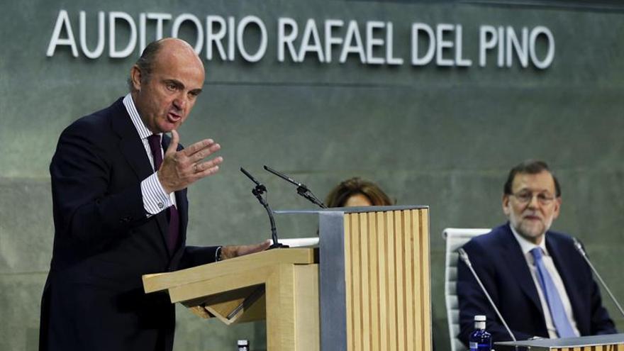 De Guindos avisa de que el atolladero político podría devolver al país a 2012