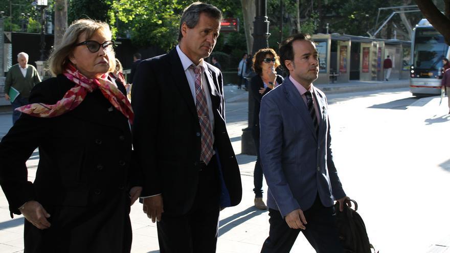 La jueza Servini junto al Fiscal Federal argentino y el abogado Máximo Castex.