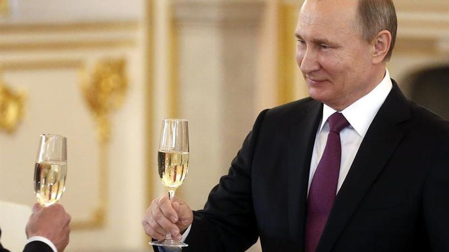 Putin anuncia que Merkel visitará Rusia el 2 de mayo
