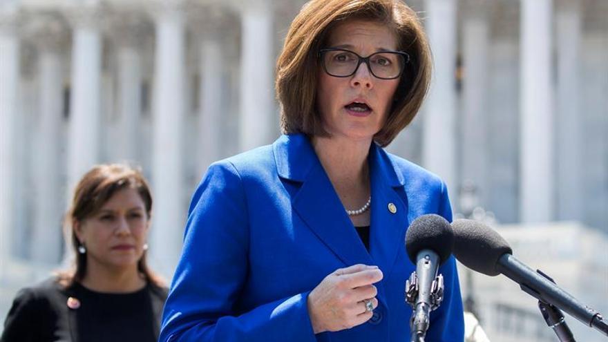 """El plan sanitario republicano """"sentencia a muerte"""" a los latinos, afirman demócratas"""