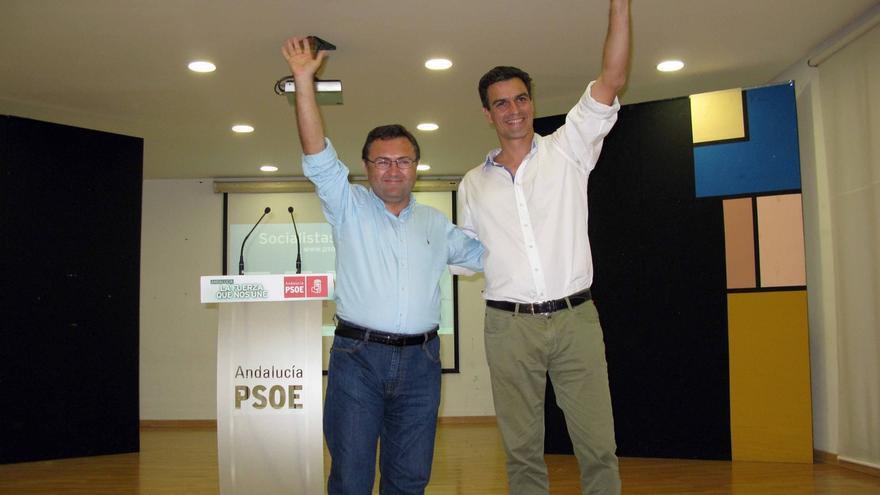 Pedro Sánchez (der.), junto a Miguel Ángel Heredia