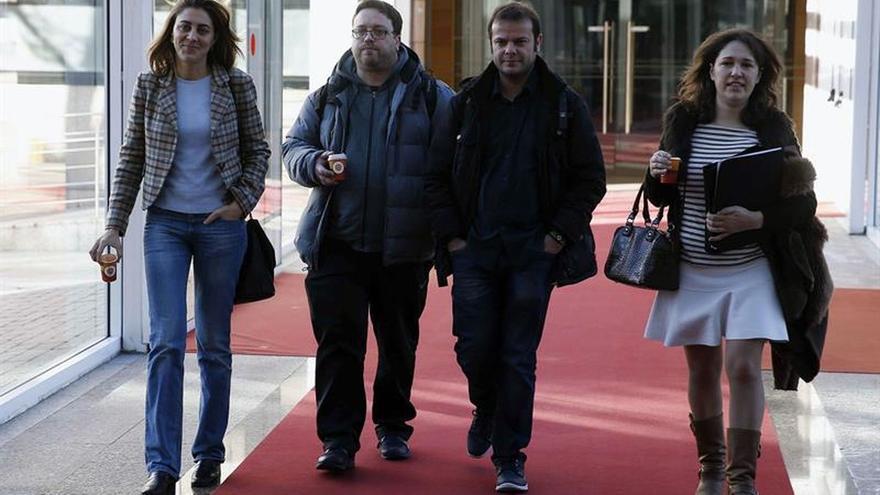 Los diputados de Podemos ratifican el cese de López por un voto de diferencia