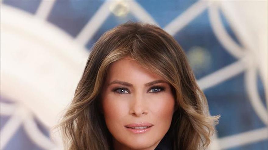 La Casa Blanca divulga el primer retrato oficial de Melania Trump como primera dama