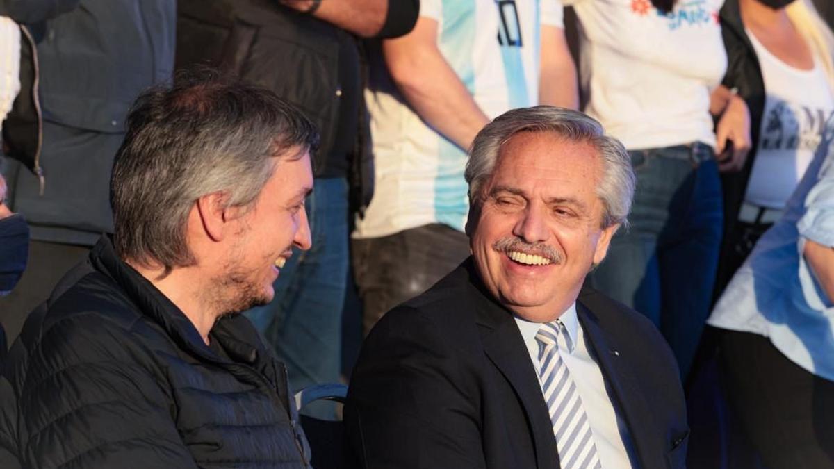 Alberto Fernández y Máximo Kirchner en un acto con organizaciones sociales