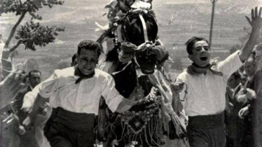 Corredores en 1959. Los caballos del vino de Caravaca de la Cruz ya son Patrimonio Cultural Inmaterial de la Humanidad por la UNESCO