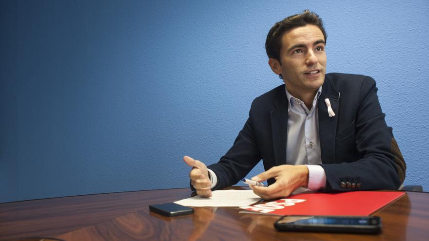 El portavoz municipal del PSOE de Santander durante la entrevista con eldiario.es. | JOAQUÍN GÓMEZ SASTRE