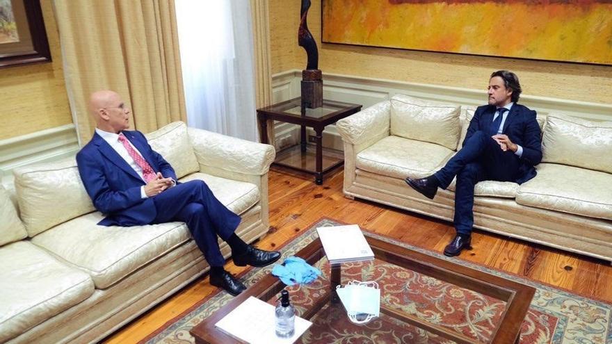 Rafael Yanes y Gustavo Matos, durante la reunión mantenida este viernes