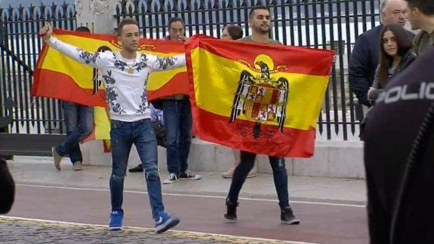 Grupo de ultraderecha que provocó altercados en el acto de Pablo Iglesias.