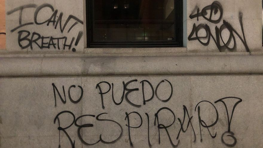 Grafitis de protesta por la muerte de George Floyd.