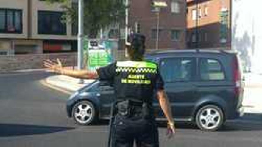 Una agente de movilidad. (www.spl-clm.es)