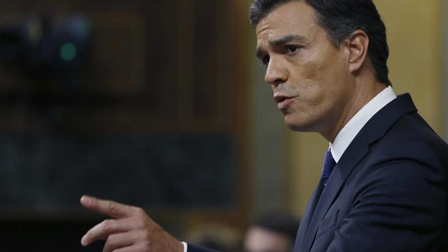 Pedro Sánchez desde la tribuna del Congreso en el debate de investidura de Rajoy.