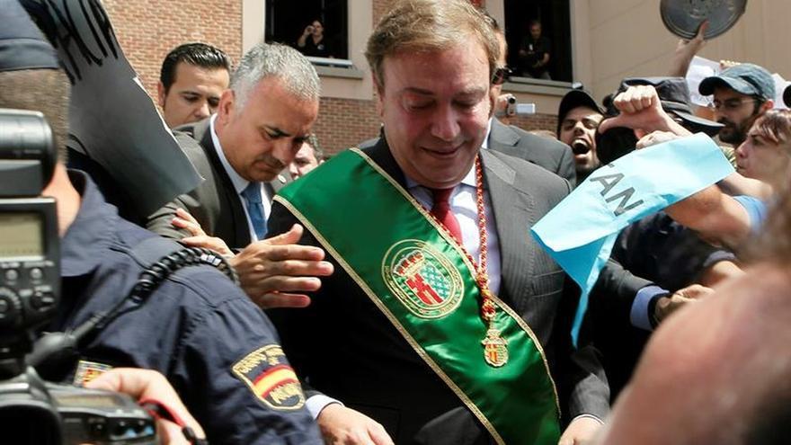 La Fiscalía pide imputar al senador del PP Juan Soler por amañar contratos
