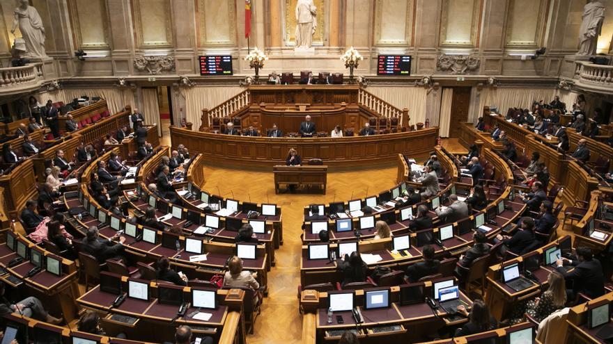 El Parlamento luso prorroga el estado de emergencia hasta el 8 de diciembre