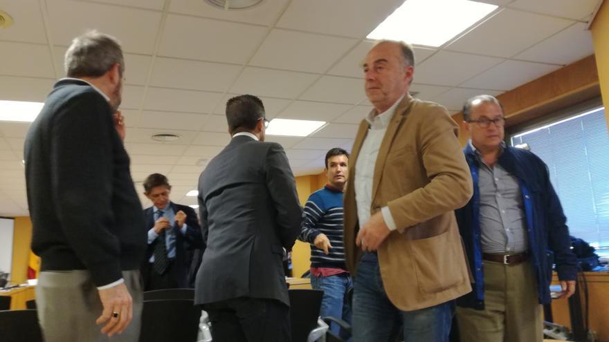 El exalcalde Miguel Zerolo (centro), en la sesión judicial de este jueves por el caso Las Teresitas