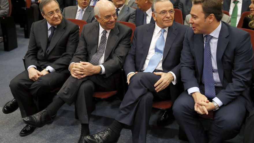 Florentino Pérez (ACS), Francisco González (BBVA), Isidro Fainé (Caixabank) y Dimas Gimeno (El Corte Inglés), en un acto de la Cámara de Comercio en noviembre de 2014. EFE