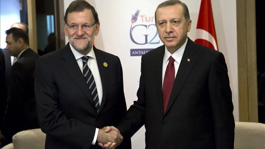 Rajoy se reúne con Erdogan para analizar la crisis migratoria