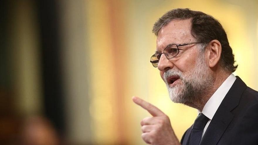 "Rajoy acusa a Podemos de ""pintar a España de negro"" porque ""necesita las malas noticias como el comer"""