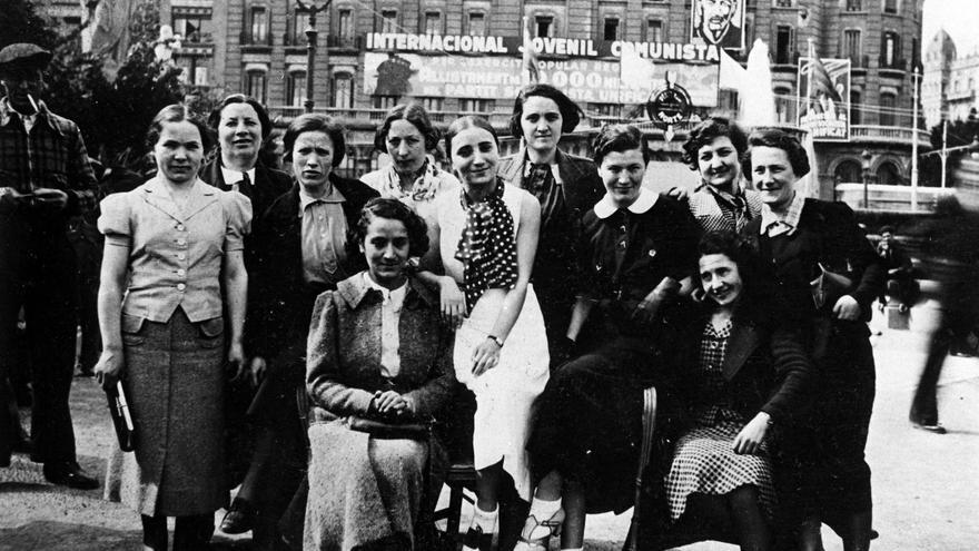 'Las mamás belgas', en la plaza de Cataluña, Barcelona. | LAS MAMÁS BELGAS