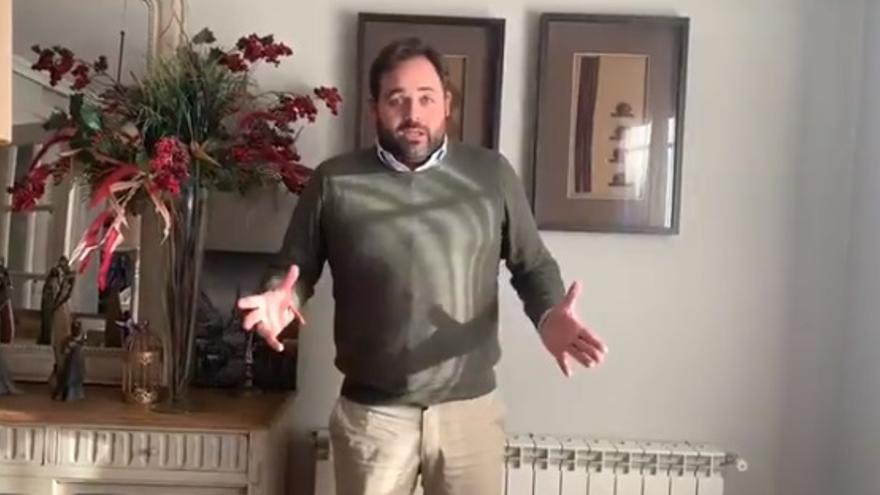 Pantallazo del vídeo grabado este lunes por el presidente del PP de Castilla-La Mancha