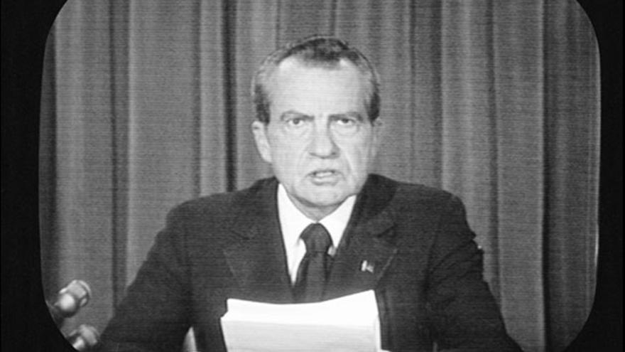 Nixon anuncia su dimisión por el caso Watergate