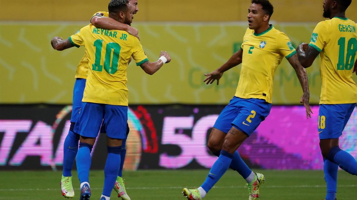 Neymar convirtió el segundo gol de Brasil, el cómodo líder de las Eliminatorias