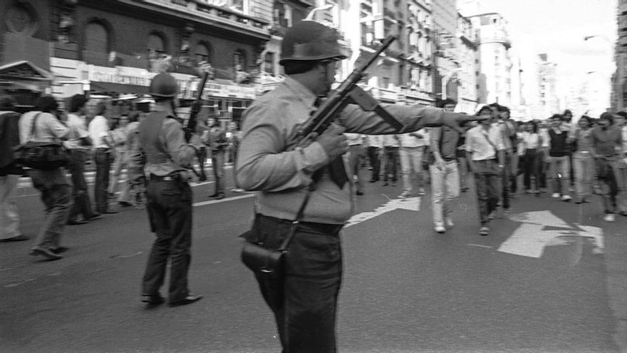 El 24 de marzo de 1976, las fuerzas militares en las calles