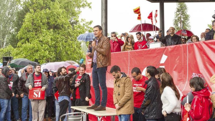 """Pedro Sánchez: """"Iglesias le sienta como un guante a Mariano Rajoy"""""""