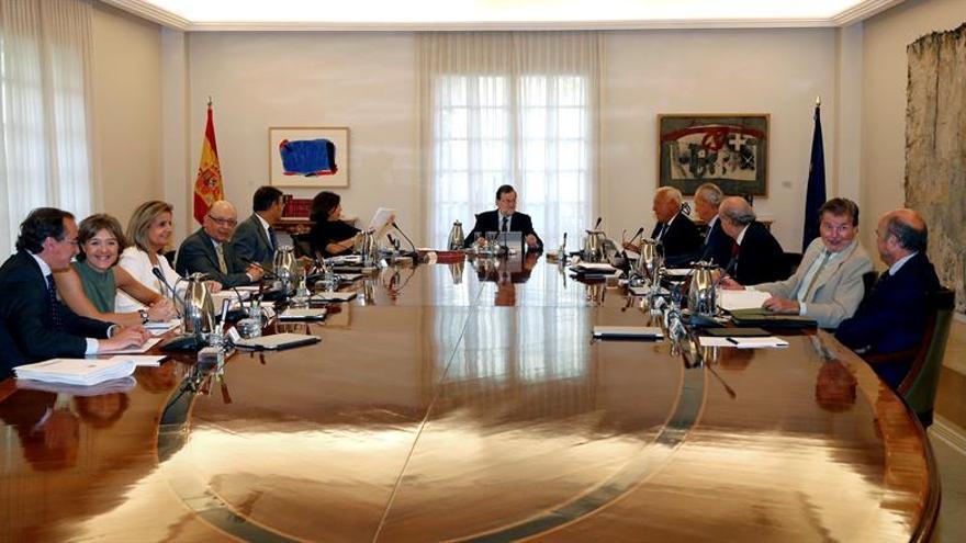 Mariano Rajoy preside el Consejo de Ministros horas antes de su investidura fallida