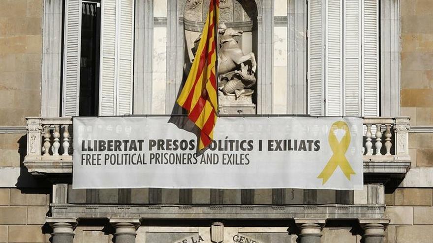Torra se niega a retirar el cartel con el lazo amarillo de la Generalitat