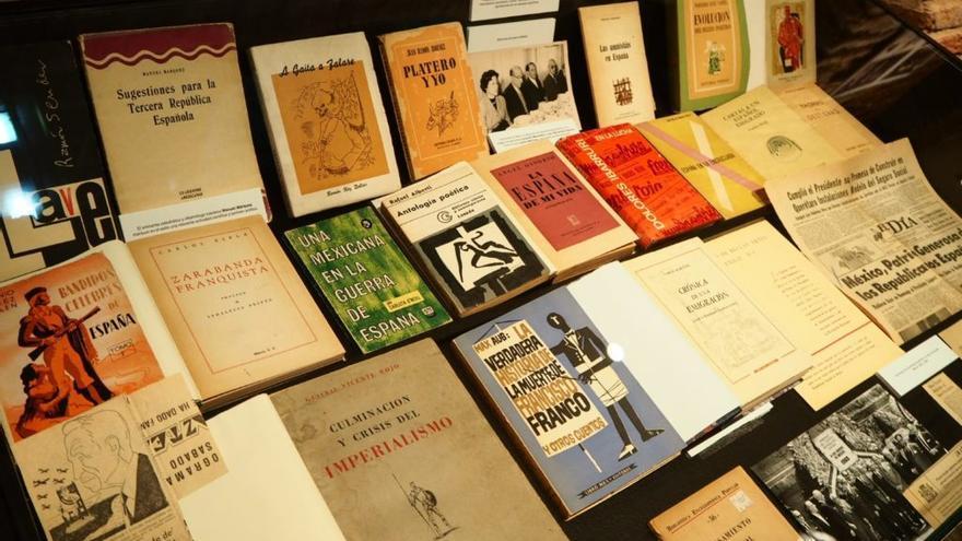 Piezas de la exposición 'Don Quijote en el exilio' que está abierta en Talavera de la Reina hasta el 30 de octubre