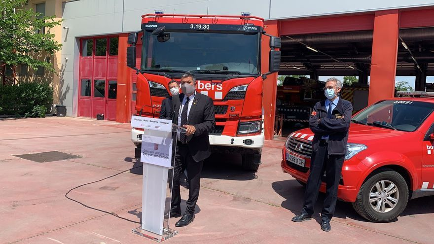 El conseller de Interior de la Generalitat en funciones, Miquel Sàmper, en el parque de bomberos de Lleida.