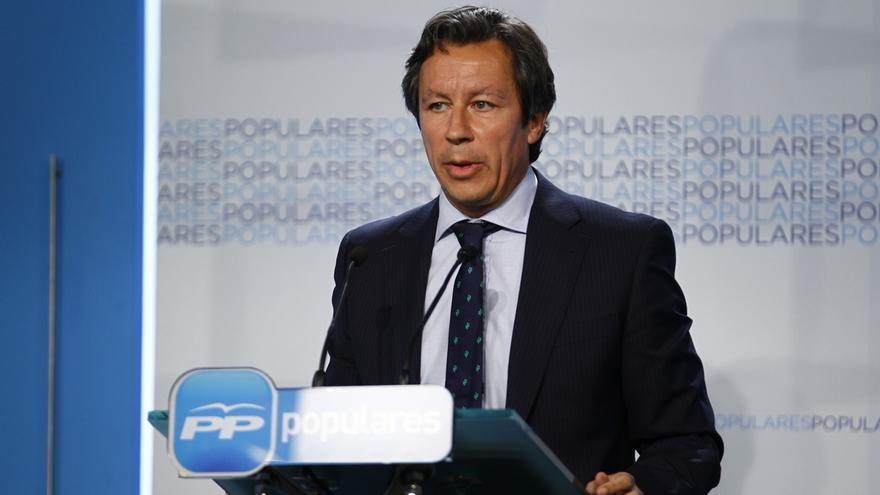 """El PP critica que Sánchez """"juegue a dos bandas"""" y plantee reformar la Constitución para dar satisfacción a Mas"""