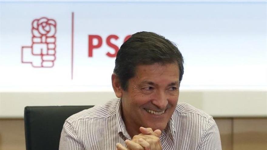 Javier Fernández reúne hoy al grupo socialista ante las amenazas de ruptura de voto