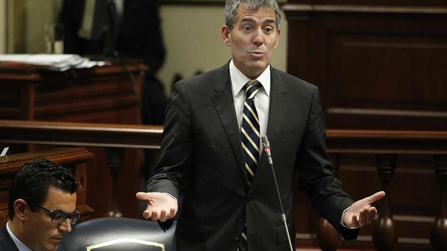 El presidente del Gobierno de Canarias, Fernando Clavijo, durante una de sus intervenciones en la sesión plenario del Parlamento.