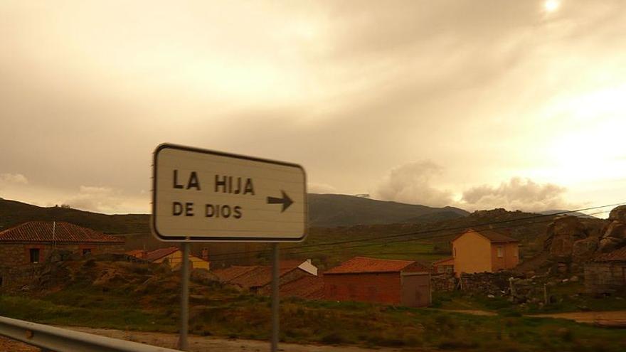 Cartel La Hija de Dios. Foto: Wikimedia Commons.