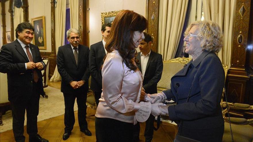 Foto oficial del encuentro entre la presidenta argentina Cristina Fernández y la alcaldesa de Madrid, Manuela Carmena. /Casa Rosada