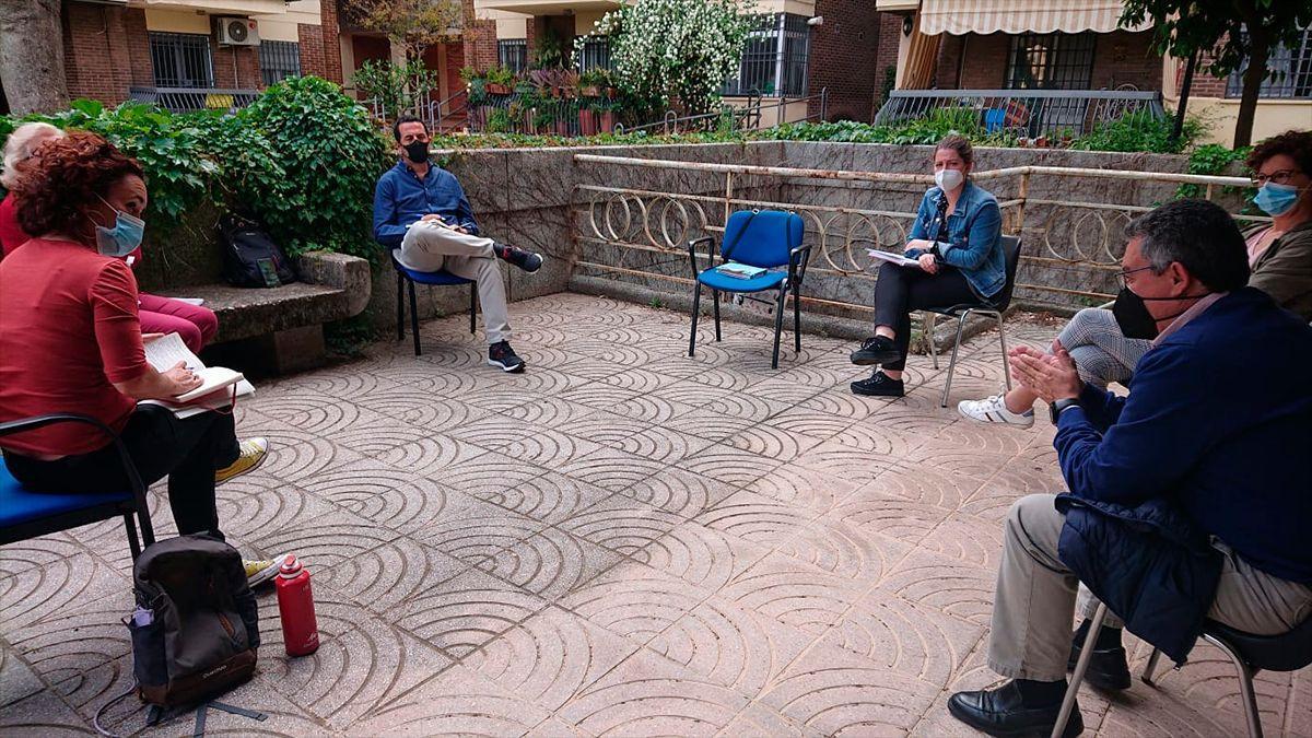 Naranjo (izqda) en la reunión con el Colegio Oficial de Trabajo Social de Córdoba.