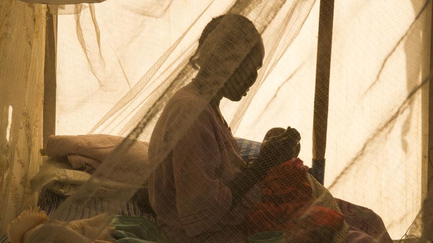 Nya Gaw llegó al campo de Malakal con dos hijos. tenía una carrera profesional y un hogar de clase media pero la guerra se lo llevó todo.   Foto: Anna Surinyach/MSF.