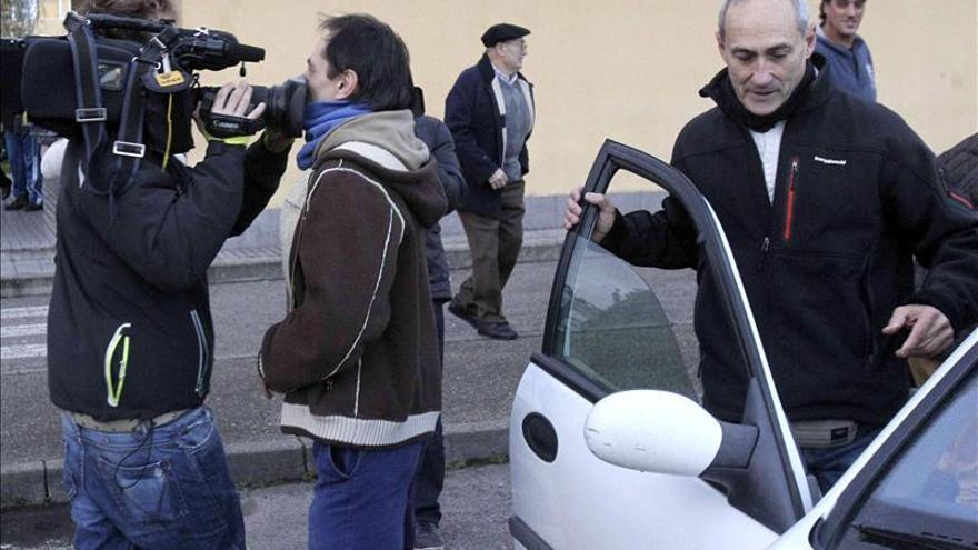 Sale de la prisión de Villabona (Asturias) el etarra José Gabriel Zabala