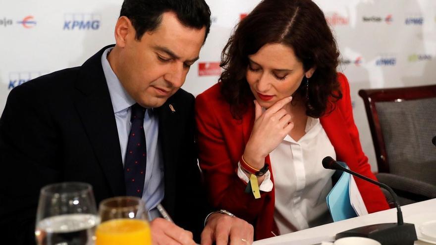 El presidente andaluz, Juan Manuel Moreno, con la candidata del PP a presidir la Comunidad de Madrid, Isabel Díaz Ayuso.