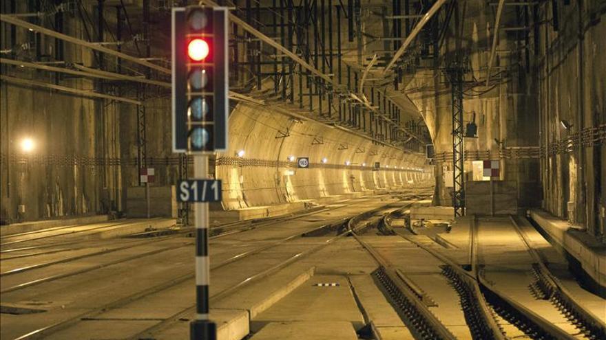 Adif gestiona y opera las infraestructuras ferroviarias.